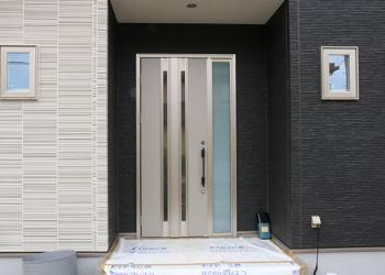 image 玄関ドアも機能がいっぱい!種類といろいろな施工例をご紹介♪
